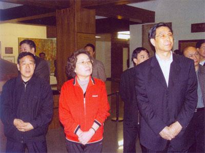中纪委副书记刘峰岩同志在山西省委副书记、纪委书记金银焕同志的陪同下到我馆参观指导