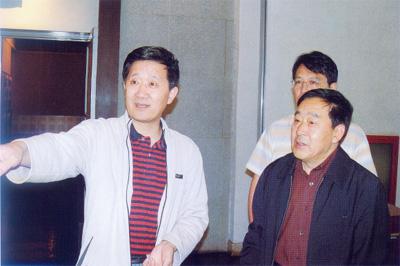 山西博物院院长石金鸣与中国煤炭博物馆馆长康明章在一起