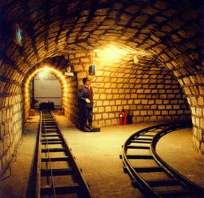 砌起的模拟矿井·运输大巷