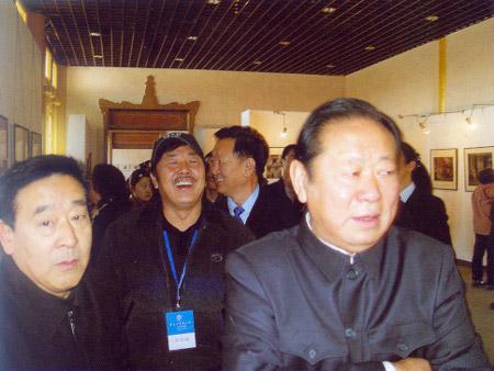 胡富国闻讯观看北京巡展