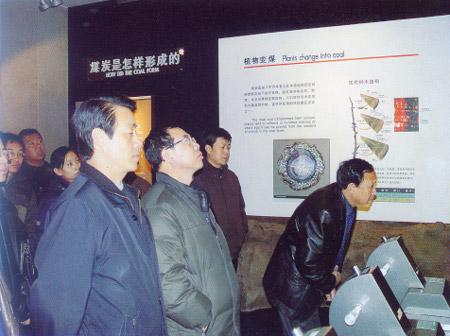 山西省科学技术协会组织科技工作者在我馆副馆长张奎元同志陪同下到我馆参观交流