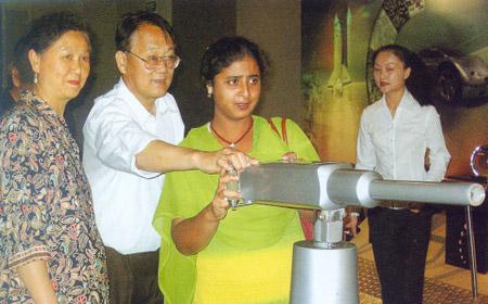 中科院植物原常务副所长、研究员、博士生导师、北京自然博物馆馆长李承森(左二)在中国煤炭博物馆交流科普布展经验