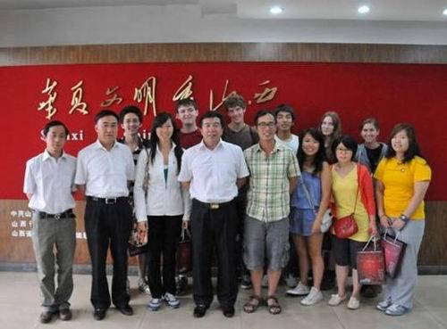 北京对外经济贸易大学美国大学生交流团来我馆参观学习