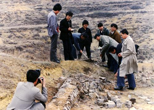 1990年,中国煤炭博物馆征集研究人员进行野外地质研究