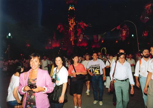 """1990年,北京迎亚运会""""煤海之光""""彩灯展吸引了大批国际友人"""