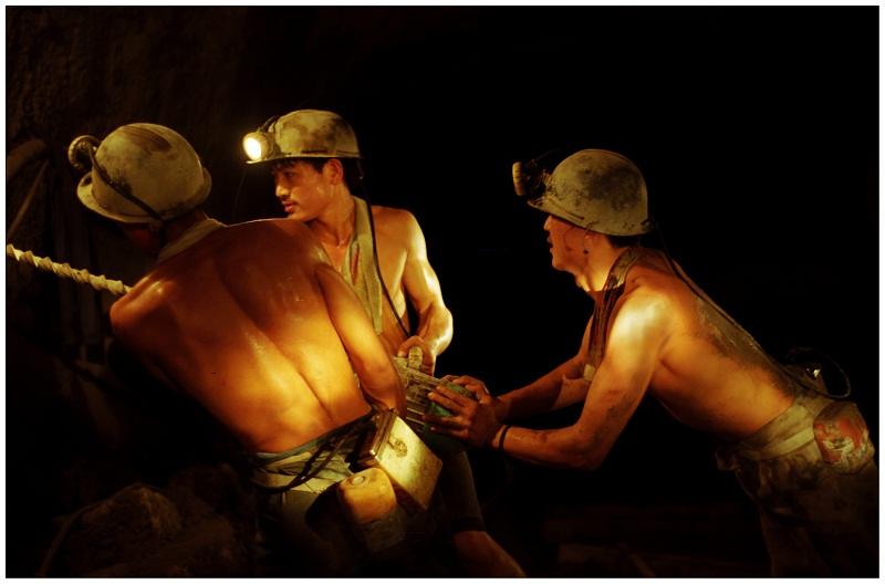 山东老矿工向中国煤炭博物馆捐赠藏品